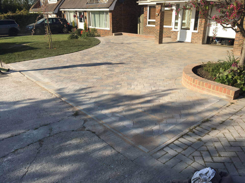 New block paved drive, path,walls and lawn in Polegate (7)